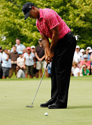tiger_woods_putting